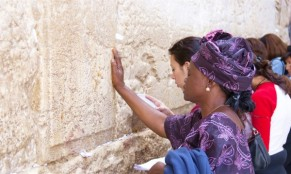 1080-prayer-purple-Kotel-600x358