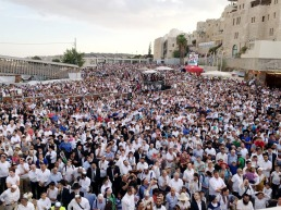 The crowds gather in Jerusalem for Shavuot. (view 1)